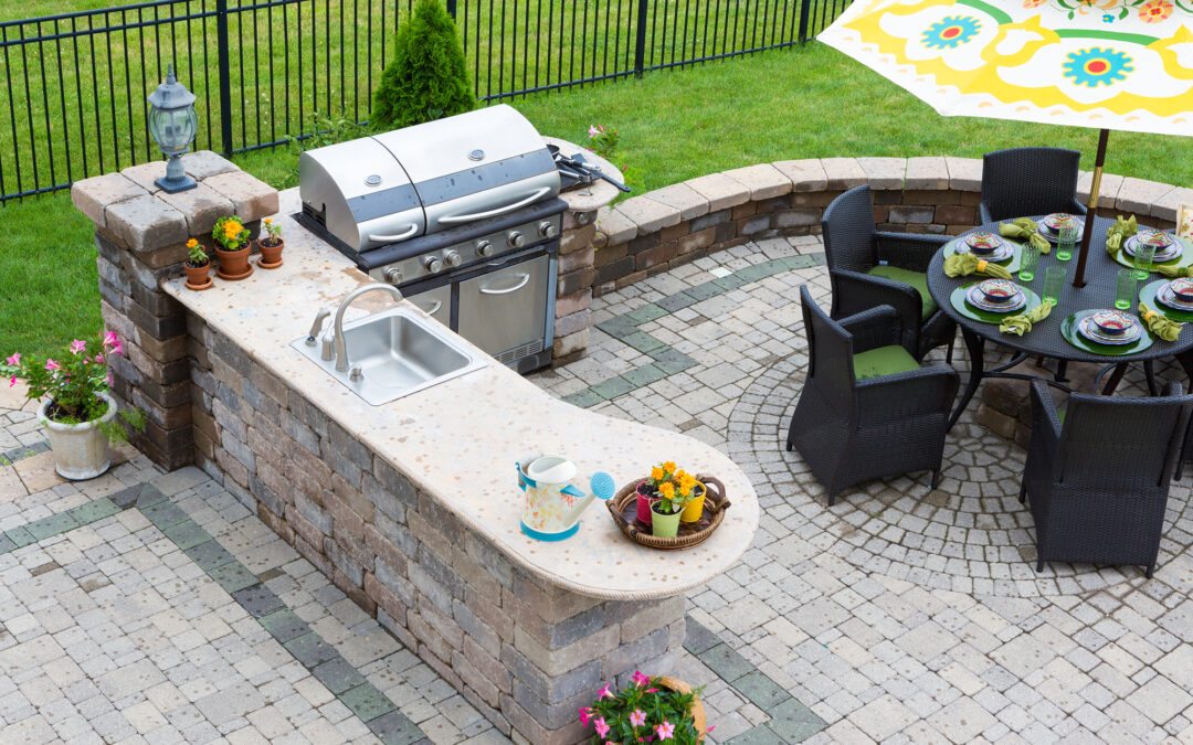 Outdoor Kitchens Sizzle Year-Round